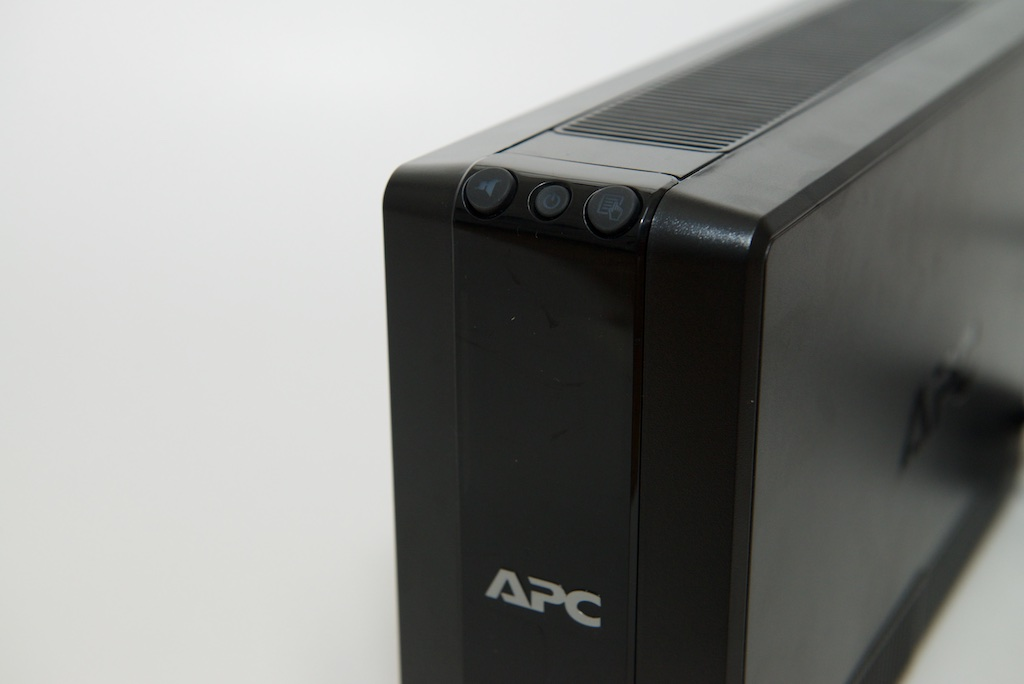 APC BACK UPS 700 控制面板