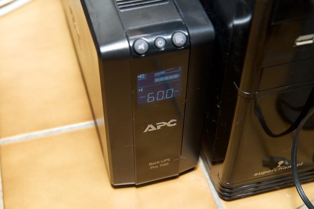 APC BACK UPS 700 輸出頻率